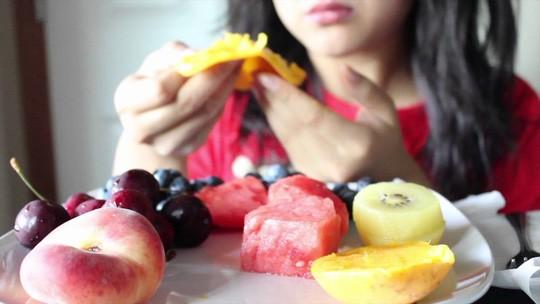 Ăn trái cây vẫn tốt hơn là uống nước trái cây