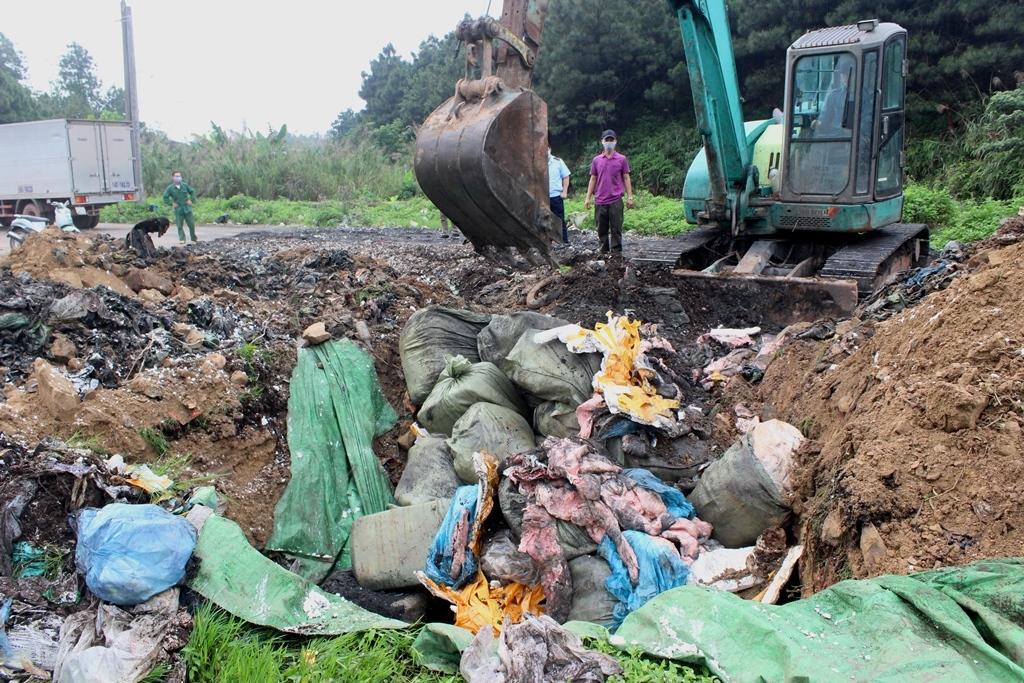 Quảng Ninh: Bắt giữ và buộc tiêu hủy gần 2 tấn nầm lợn nhập lậu