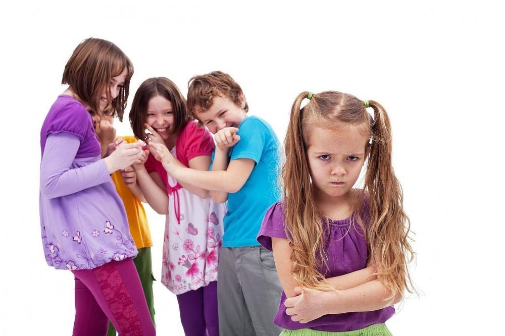 """Cha mẹ nên làm gì để con tránh bị """"bắt nạt học đường""""?"""