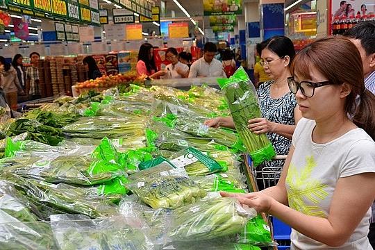 """Người tiêu dùng lo ngại trước """"cuộc chiến"""" tăng giá"""