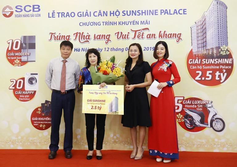 SCB trao giải cho khách hàng trúng thưởng căn hộ cao cấp Sunshine Palace