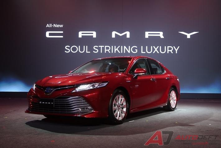 Toyota Camry 2019 ra mắt tại Việt Nam giống phiên bản bán tại thị trường Mỹ