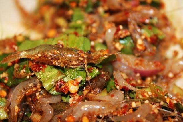 """Thưởng thức Goong ten – Món gỏi """"nhảy múa"""" trong miệng của người Thái Lan"""
