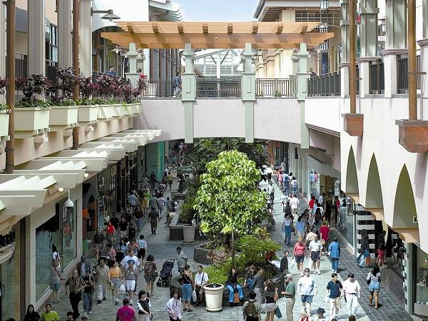 Phố mua sắm sầm uất tại Hawaii (Ảnh Internet).