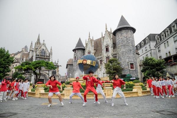 Những màn diễn ấn tượng của Top 16 Flashmob -