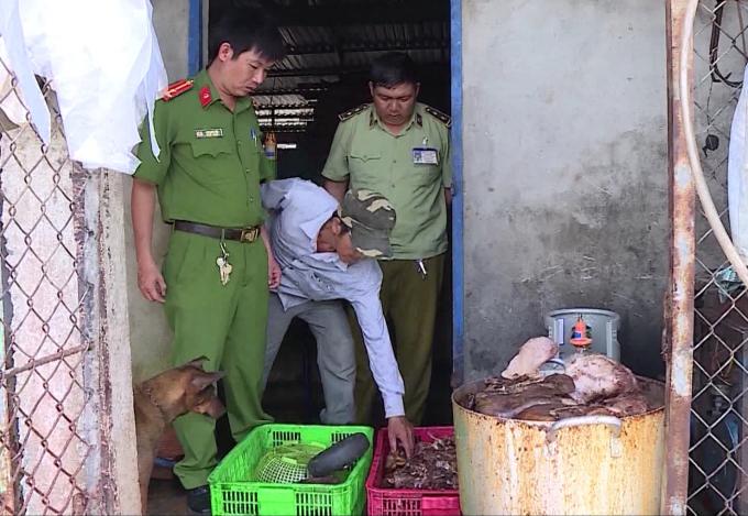 Qua kiểm tra, ngành chức năng tỉnh Hậu Giang phát hiện gần 1,5 tấn thịt lợn bốc mùi hôi thối.