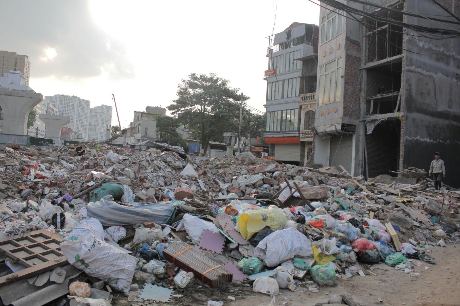 Đô thị vẫn lem nhem bởi rác thải xây dựng