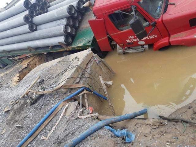 Hà Nội: Vỡ đường ống nhà máy nước sông Đuống, hàng nghìn hộ dân nguy cơ mất nước
