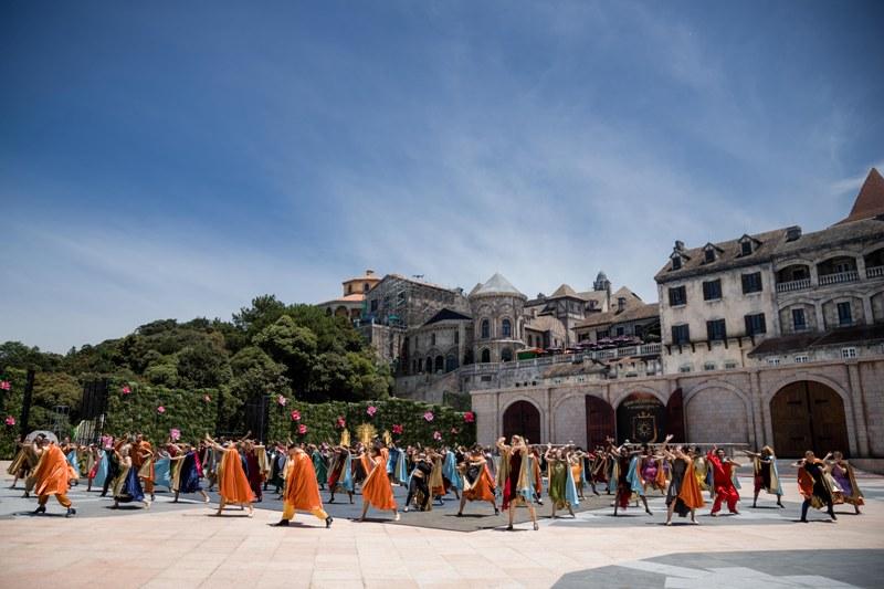 Chiêm ngưỡng những màn nghệ thuật ấn tượng tại show nghệ thuật 'Vũ hội Ánh Dương'