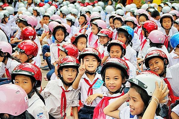 """Hà Nội trao tặng mũ bảo hiểm cho trẻ em năm 2019 với chủ đề """"Giữ trọn ước mơ"""""""