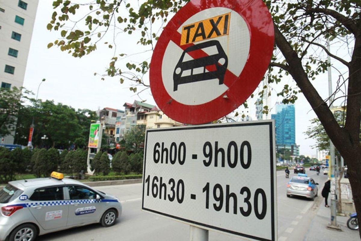 Danh sách 11 tuyến phố Hà Nội cấm taxi và xe tải hoạt động giờ cao điểm
