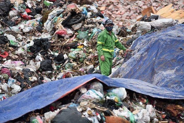 Vụ dân chặn xe vào bãi rác Nam Sơn: UBND Hà Nội gửi công văn hỏa tốc