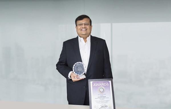 FE Credit nhận giải thưởng Nhà lãnh đạo xuất sắc và Giám đốc Quản trị quan hệ khách hàng xuất sắc