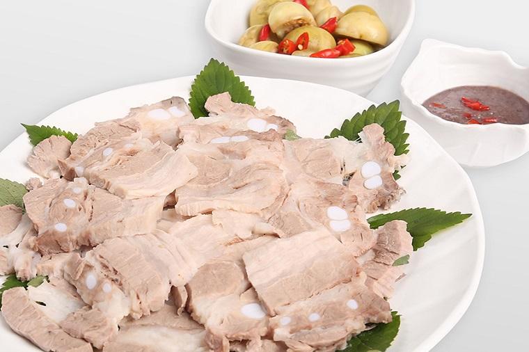 Luộc thịt heo tưởng đơn giản nhưng để chín thơm, ngọt thịt không phải ai cũng biết