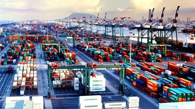 Cán cân thương mại đảo chiều ngoạn mục trong 2 tháng liên tiếp