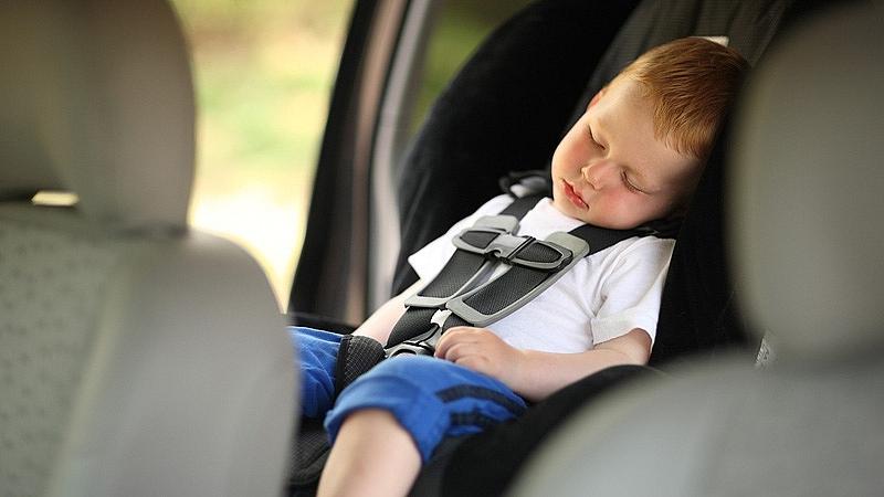 Làm gì để tránh thảm kịch bỏ quên trẻ trên ô tô