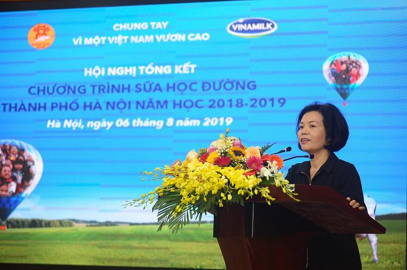 Bà Bùi Thị Hương, Giám đốc Điều hành Nhân sự, Hành chính và Đối ngoại Công ty Vinamilk phát biểu cảm ơn và cam kết tiếp tục sứ mệnh mang đến cho trẻ em nguồn sữa tươi dinh dưỡng tốt nhất.