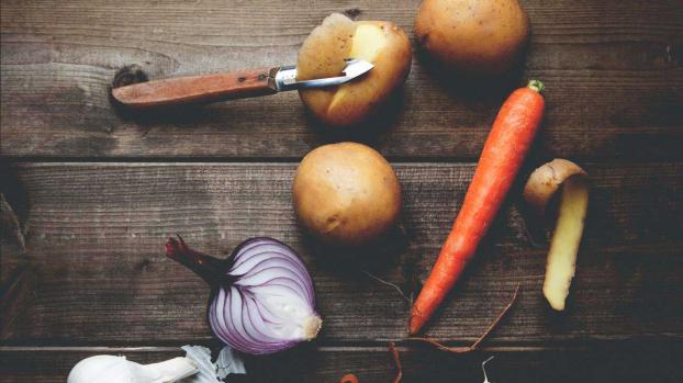 Bạn có nên gọt vỏ trái cây và rau củ không?