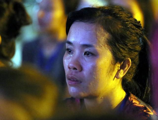 Nghìn người bật khóc trước nghi lễ bông hồng cài áo trong mùa Vu Lan báo hiếu  - Ảnh 8.