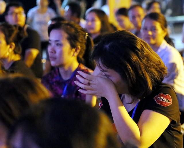 Nghìn người bật khóc trước nghi lễ bông hồng cài áo trong mùa Vu Lan báo hiếu  - Ảnh 9.