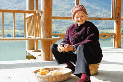 Bí quyết sống thọ của cụ bà 110 tuổi: Ăn cháo ngô, rau xanh, ngủ nhiều và thích làm việc
