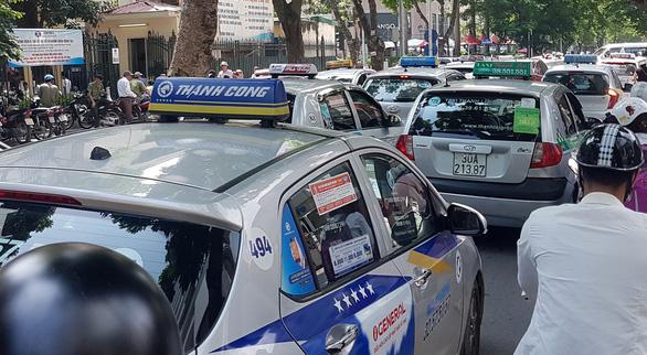 Bộ Giao thông Vận tải bỏ đề xuất Grab, Go-Viet phải gắn hộp đèn trên nóc như taxi