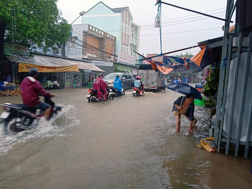 Nhiều nơi tại Phú Quốc và Đà Lạt ngập nước sau cơn mưa bão