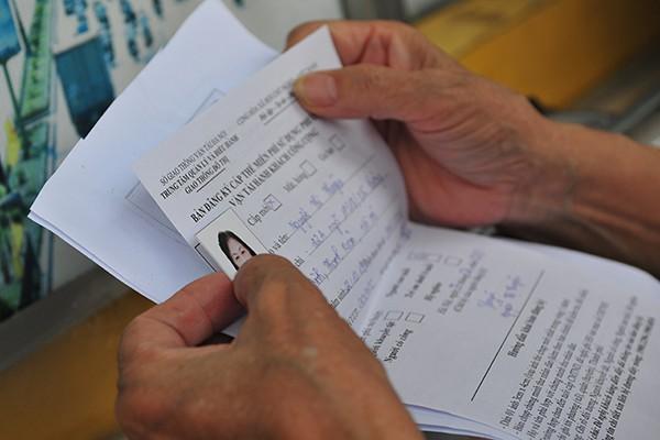 Thẻ xe buýt miễn phí hẹn trả sau 1 tháng do người đăng ký quá đông - Ảnh 4.
