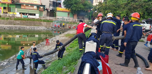 Chùm ảnh: Hiện trường tan hoang sau đám cháy lớn ở nhà máy phích nước Rạng Đông - Ảnh 2.