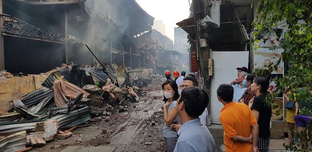 Chùm ảnh: Hiện trường tan hoang sau đám cháy lớn ở nhà máy phích nước Rạng Đông - Ảnh 12.