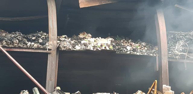 Chùm ảnh: Hiện trường tan hoang sau đám cháy lớn ở nhà máy phích nước Rạng Đông - Ảnh 3.