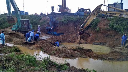 Hà Nội: Đường ống dẫn nước sạch sông Đà vỡ lần thứ 13