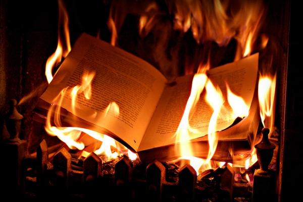 Phong thủy: 5 vật dụng tuyệt đối không được đốt