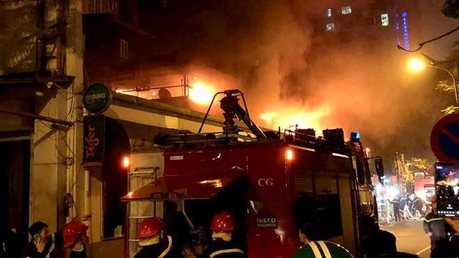 Ngay khi nhận được tin báo, xe cứu hỏa cùng lực lượng chức năng đã có mặt tại hiện trường