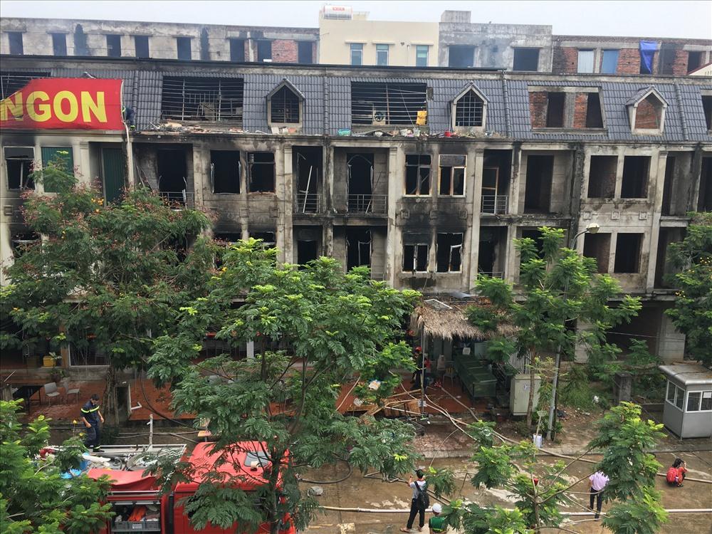 Khung cảnh hoang tàn sau vụ cháy khu cổng Thiên đường Bảo Sơn