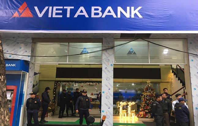 """Khách hàng """"tố"""" ngân hàng Việt Á lừa đảo 170 tỷ đồng"""