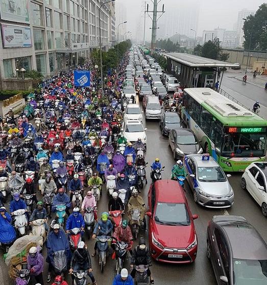 Giao thông Hà Nội ùn tắc nghiêm trọng trong ngày mưa rét