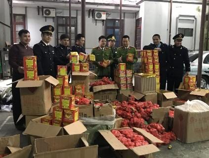 Lạng Sơn: Thu giữ gần 900kg pháo nổ vận chuyển trái phép từ đường biên giới