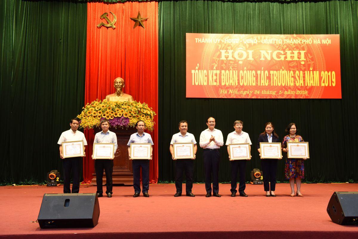 Tân Á Đại Thành nhận bằng khen của UBND TP Hà Nội vì những đóng góp cho Trường Sa