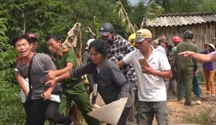 """Anh Sơn, Nghệ An: Chính quyền """"cưỡng chế"""" đất làm mương nước khi chưa thỏa thuận xong với dân"""