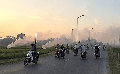 Xử lý tình trạng người dân phơi thóc, đốt rơm, rạ tiềm ẩn nguy cơ mất an toàn giao thông