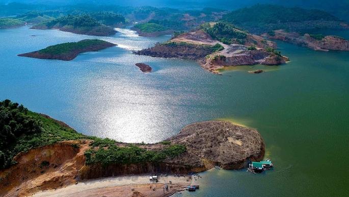 """Nghệ An: Nắng nóng liên tục, hơn 200 hồ, đập xuống mực nước """"chết"""