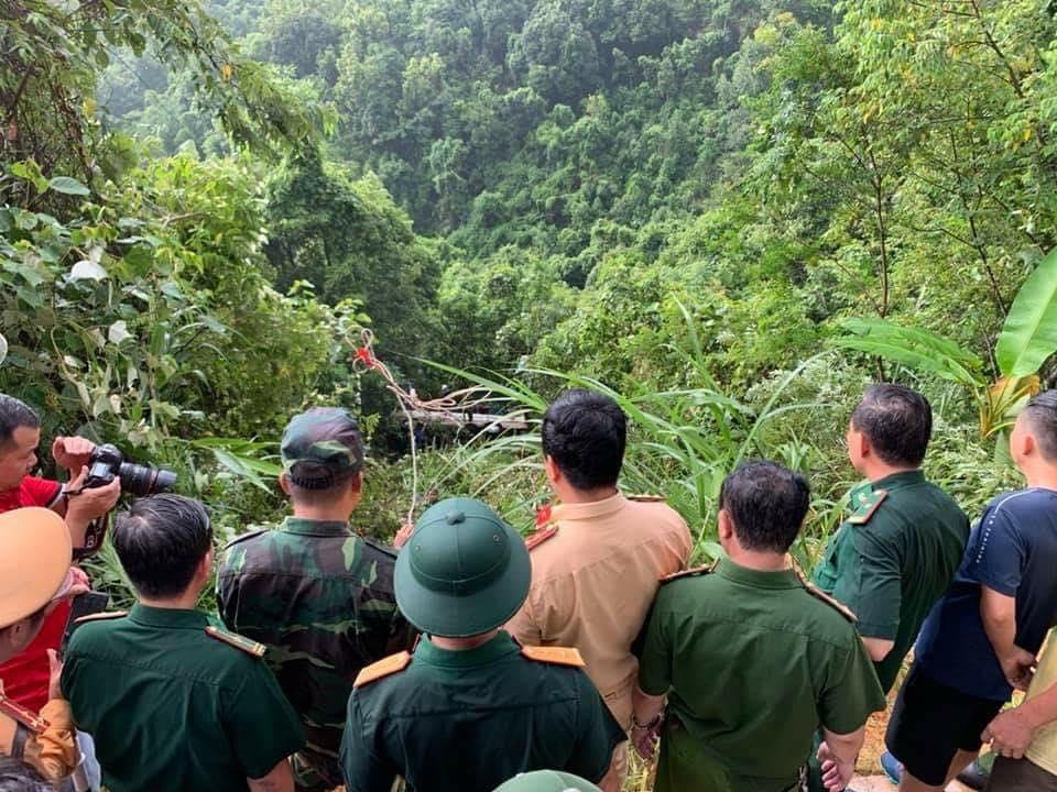 Quảng Ninh: Tai nạn lật xe xuống vực, 2 người tử vong, 18 người bị thương