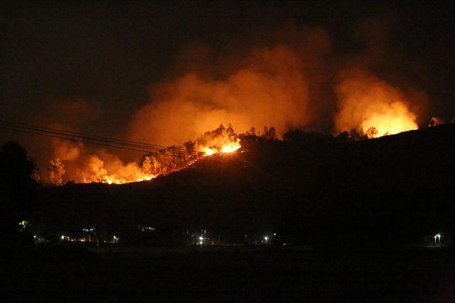 Hà Tĩnh: Rừng tại Hương Sơn lại cháy, sơ tán dân khẩn cấp trong đêm