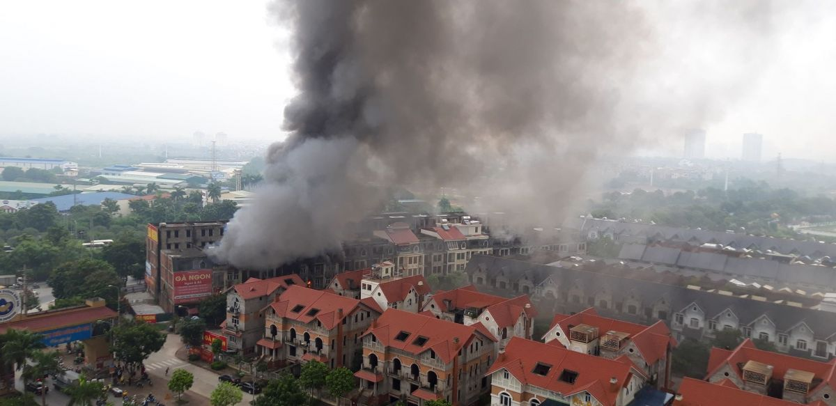 Hà Nội: Cháy lớn khu vực cổng chào Thiên đường Bảo Sơn