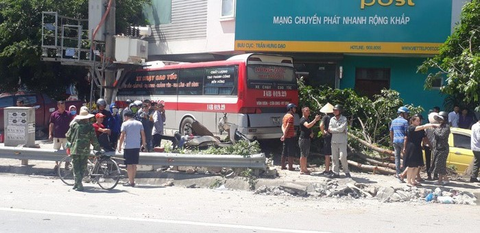 Quảng Ninh: Tai nạn nghiêm trọng khu vực cầu Bãi Cháy, 5 người thương vong