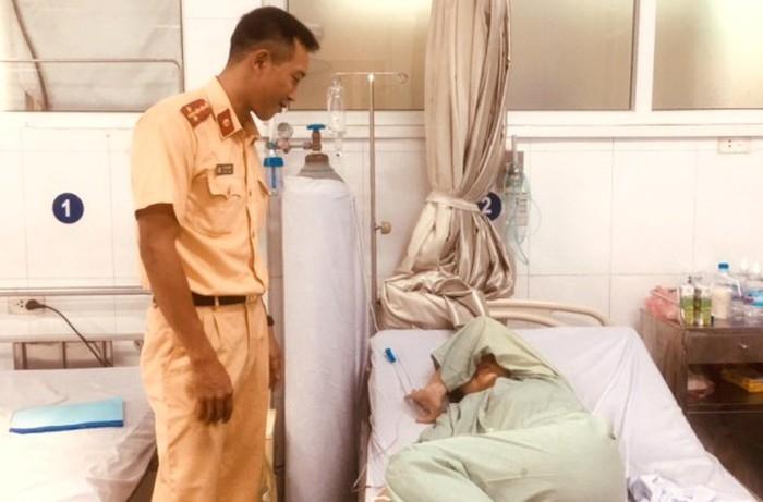 CSGT Hà Nội kịp thời phát hiện cứu giúp cô gái gặp nạn trên sông Hồng