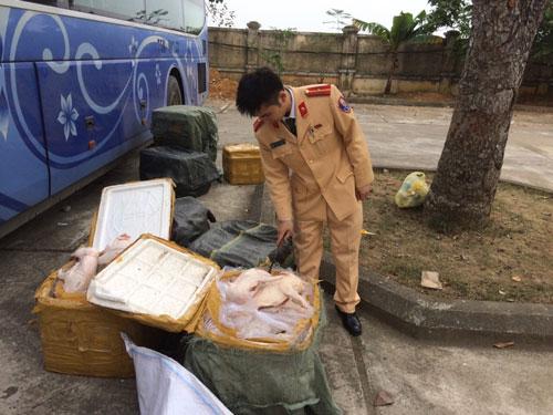 Kinh hoàng 'thực phẩm bẩn' nhập lậu tràn lan thị trường Việt