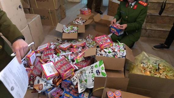 Phát hiện hàng tấn bánh kẹo giả nhãn mác Hàn Quốc, Thái Lan