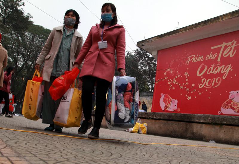Phiên chợ Tết ấm tình người nghèo - Ảnh 5